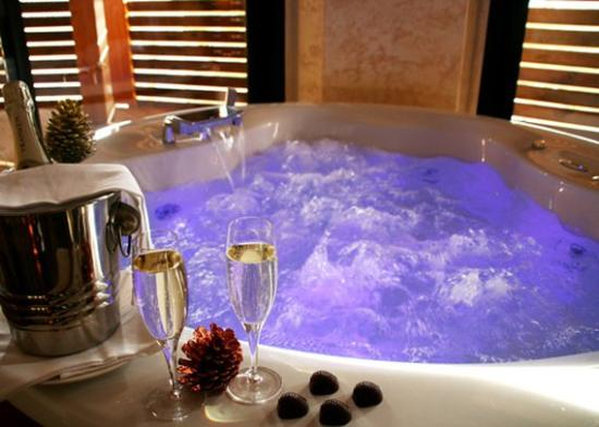 Stunning Jacuzzi Romantique Chambre Images - Yourmentor.info ...